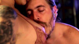 Dread Hot E Alemão Fazem Sexo Ao Vivo Em Festival Pornô Na Frente De Platéia