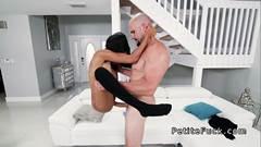 Porno sem camisinha com gostosa dando no pelo